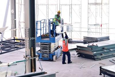 光大翻新工程,除了5楼建筑,工作人员也在67楼部分赶工中。