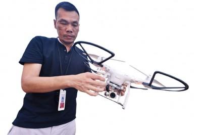 本报郑国良使用遥控无人机拍摄及记录光大过程。