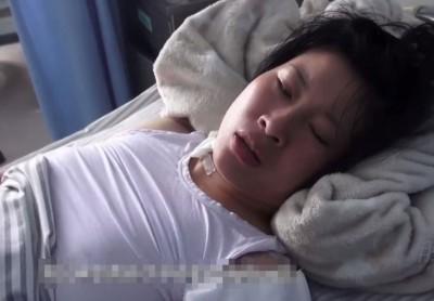 洛阳一名妻子因不堪丈夫外遇及被家暴多年而提出离婚,却被丈夫以斧头怒劈16下。