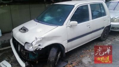 巧鹿轿车被撞后,破坏不堪。
