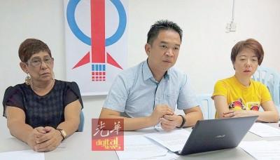 张聒翔(中):经济放缓,政府应撙节用钱;左为玛丽约瑟芬,右为陈丽群。