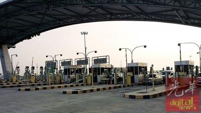 二桥有8个收费站,即4个现金通道及4个电子通道。