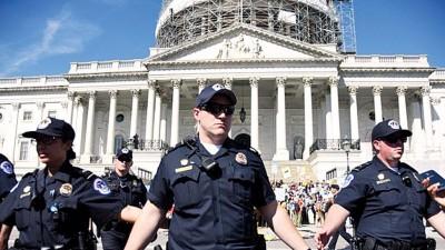 警方当天拘捕约250名示威者。