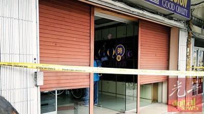 实兆远裁缝店周二发生一起劫杀案,轰动全城。