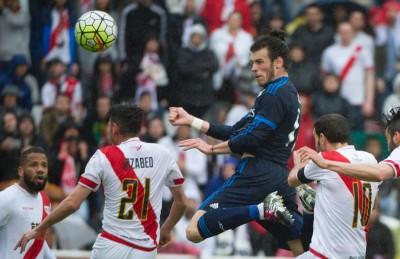 拜尔(右二)爆发连遭对首,赞助皇马客场3正如2逆转巴列卡诺。