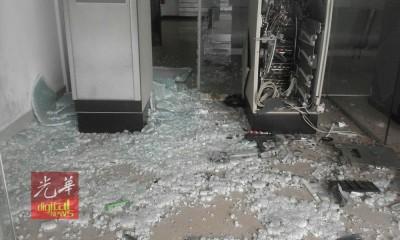 2号称蒙面劫匪闯进日得拉国家储蓄银行,引爆土制水管炸弹炸毁1单提款机。