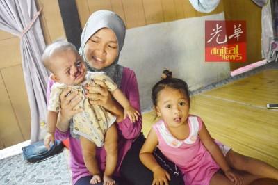努布斯达妮雅感谢社会热心人士帮助孩子筹获3万令吉手术费,右为2岁的女儿努阿妮莎。