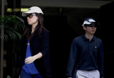 郑伟杰和谢云灵夫妇被控虐待两名女佣。