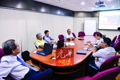 光大复兴计划承包商在洪祖丰安排下,向本报采访团队讲解整个复兴计划。