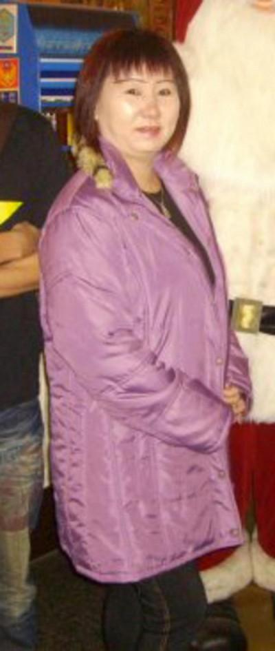 24.被告谢振发杀死媳妇后,自行到警局自首。\=  25.本案发生在2014年8月21日早上,在淡滨尼43街第440座组屋3楼的一个单位内。\=  26.被杀的是54岁家庭主妇王月玲。