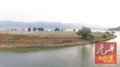 于周三下午,玻州蒂玛打苏水坝的上空下起大雨,稍微提升了水位。