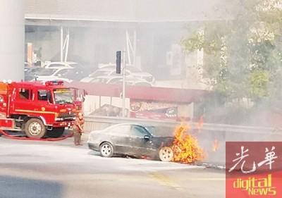 火魔叩访马赛地房车。