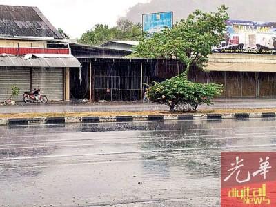 玻州加央区于周六下午终于下雨。