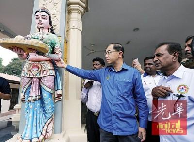 殿前的神像手臂也被破坏,右1为马汉顺。