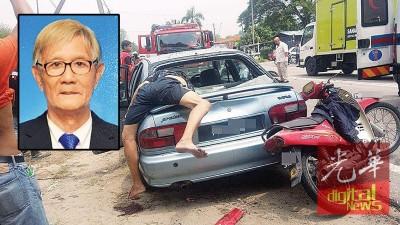 摩托车撞向前方轿车,骑士飞撞破车后镜后,上半身插入轿车内。小图:死者林捷利(75岁)。