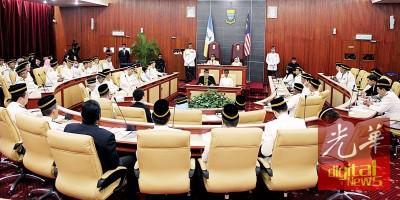 州议会朝野将针对多项课题激辩,已在预料之中。