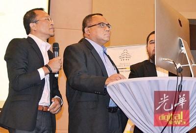 莫哈末再益(左2)在马查兰卡美的陪同下为研讨会主持开幕。