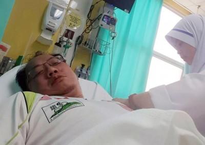 黄伟益踏出机场后,发晕郁而送院检查。