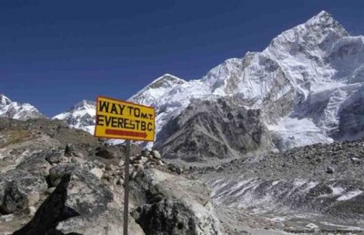 尼泊尔当局发出公告,不准直升机飞越珠峰基地营。