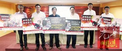 """行党推出短片,当砂州选举的竞选""""兵器""""。左起为潘检伟、林财耀、陈国彬、张健仁、黄灵彪同刘镇东。"""