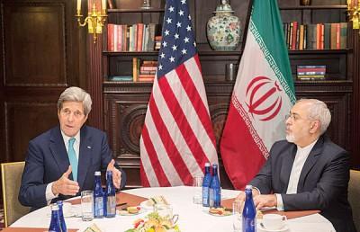 克里和伊朗外交部长扎里夫于纽约会面。(法新社照片)