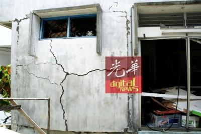 气爆连墙壁都炸裂。