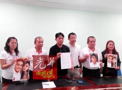 林美珍(左起)、蔡达铭、张秀福、倪顺海、涂永华和全德书在记者会上呼吁失踪夫妇尽快与家人联络,报平安让家人安心。