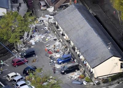 学生公寓倒塌,1楼完全压扁。