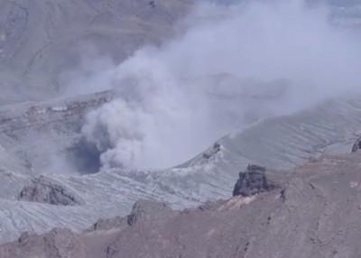 阿苏火山小规模喷发。