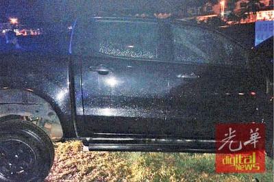 匪徒驾驶的黑色四轮驱动车。