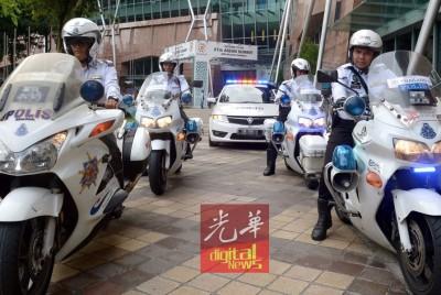全国总警长下令撤回护卫队,敦马的座驾不再有交警开路。(档案照)