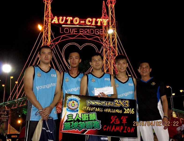 少年体育会三人篮球赛冠军队RGB,左1为槟州篮板王夏汶彬。