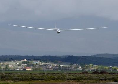 珍珠楼二型完成飞行测试,准备降落。