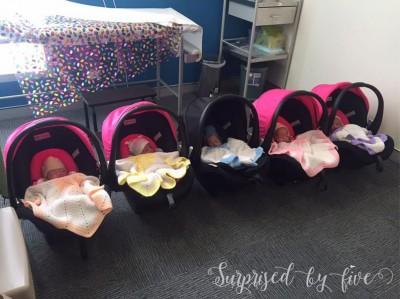 图奇称要用3辆汽车才能将5名婴儿送到医院。