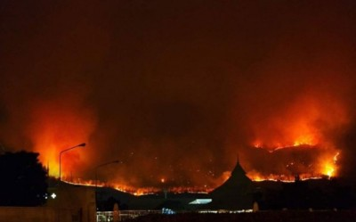 山火迅速蔓延。