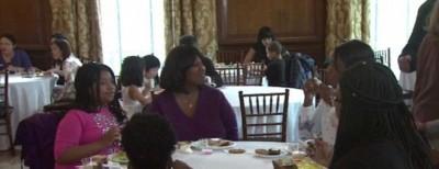在纽约慈善组织的帮助下,孙怡如邀请了60个贫困家庭用餐。