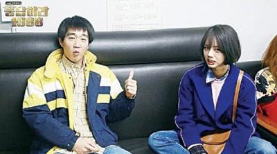 崔盛元在怀旧韩剧《请回答1988》饰演惠利的弟弟。
