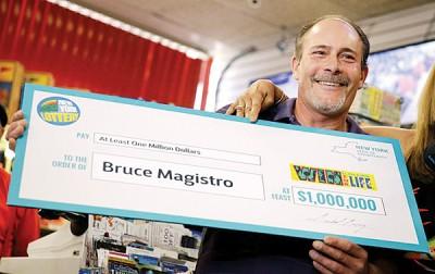 马吉斯特罗领奖。