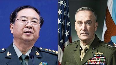 房峰辉(左)与邓福德(右)进行视频通话。