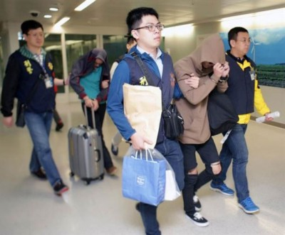 疑犯飞抵桃园机场后,随即被刑事局持票拘捕。