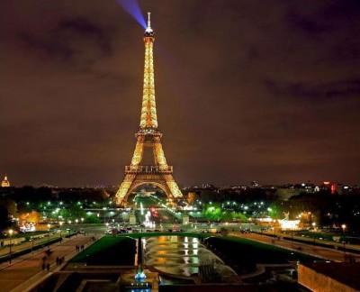 住宿公司开设有奖问答游戏,供以艾菲尔铁塔宿一宵之空子。
