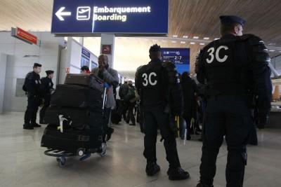 巴黎检察部门已对戴高乐机场地勤人员和负责检查的职员展开调查。