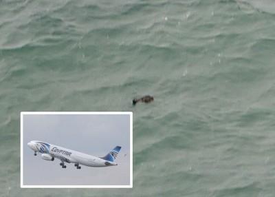 网传残骸照片,但未知是否属于MS804客机。