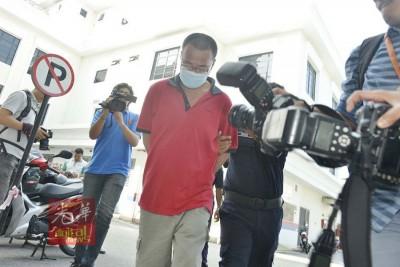被告詹源发(译音)受指控于2013年在大山脚万珠园一里屋子内,杀害37东的家里黎秀凤。