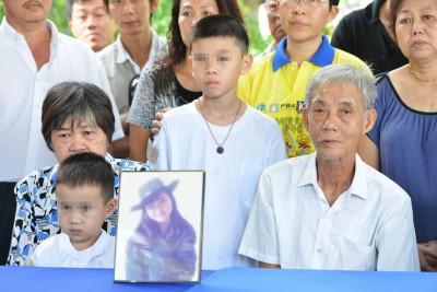 死者家属在丧礼举办记者会,促请警方严厉看讨家暴案。