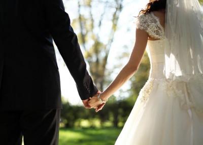 不少韩国人担心婚礼上的宾客太少。
