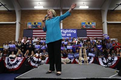 希拉莉竞选团队及支持者,指责特朗普对2008年的美国楼市崩盘幸灾乐祸。(法新社照片)