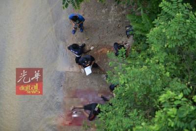 警员被逼持枪发射,其中4匪当场被歼灭。