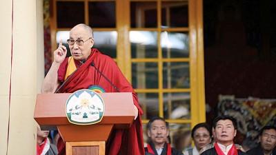 """达赖喇嘛声明,流亡藏人中日益分裂,连说藏人之道已""""落后""""。(法新社照片)"""