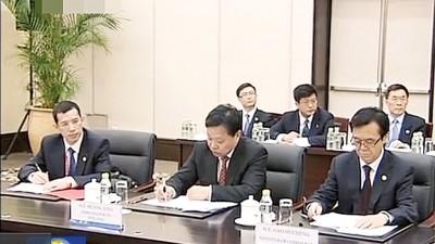 习近平之秘书朱国锋(右)疑因涉及令计划案就让调离中办。